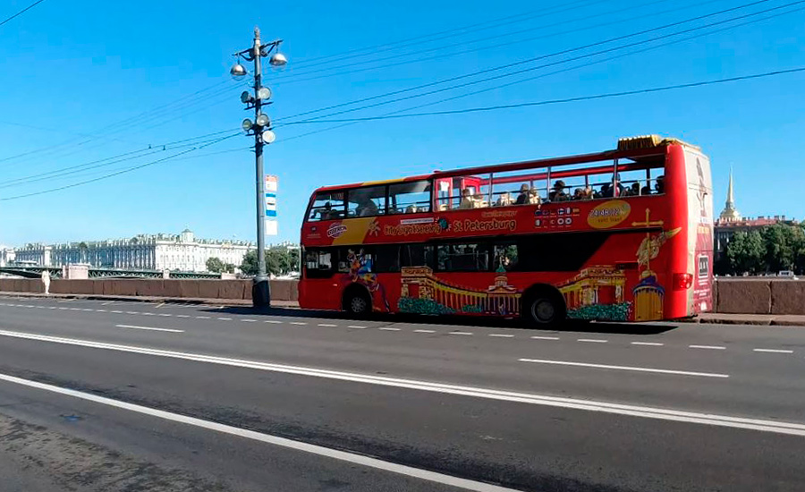 Автобус City Sightseeing на набережной